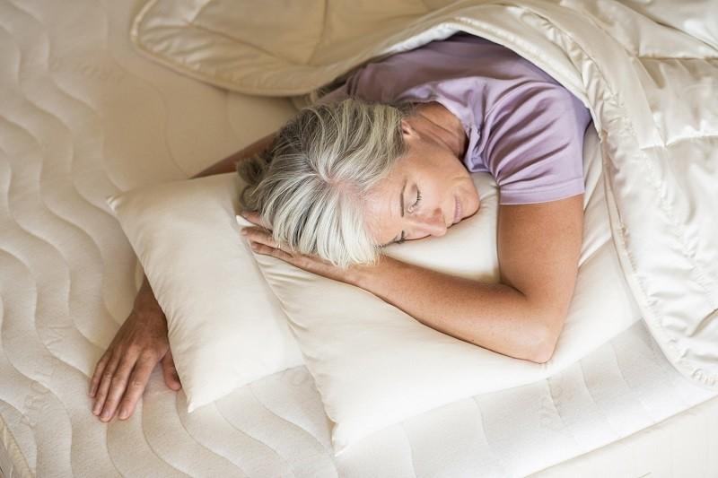 Slaap onder het juiste dekbed tijdens de overgang
